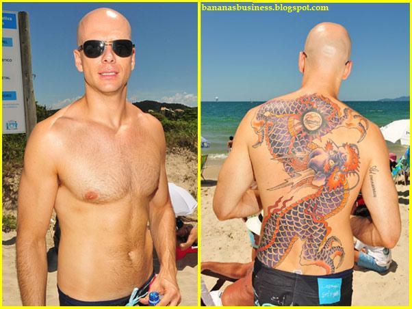 Fernando Scherer ( Xuxa ) vai à praia sem camisa e exibe nova