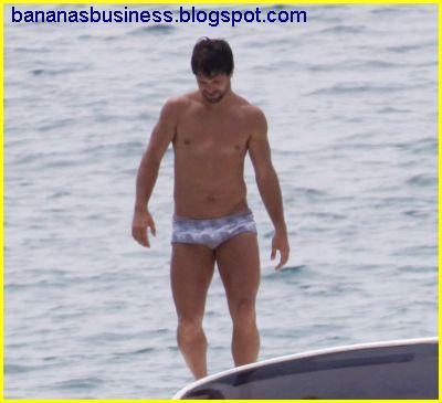 Jogador Diego Ribas de sunga e em momento bastante caliente !